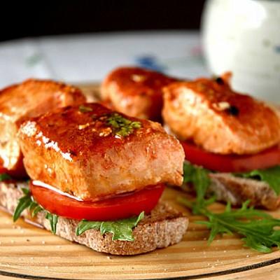 Tacos de salmón en escabeche