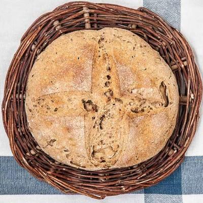 Pan de centeno, sidra y nueces