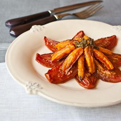 Ensalada de tomate y zanahoria confitados