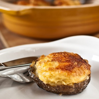 Soufflé potatoes with soft garlic