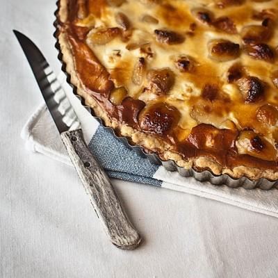 Tarta de ajos confitados y queso de cabra