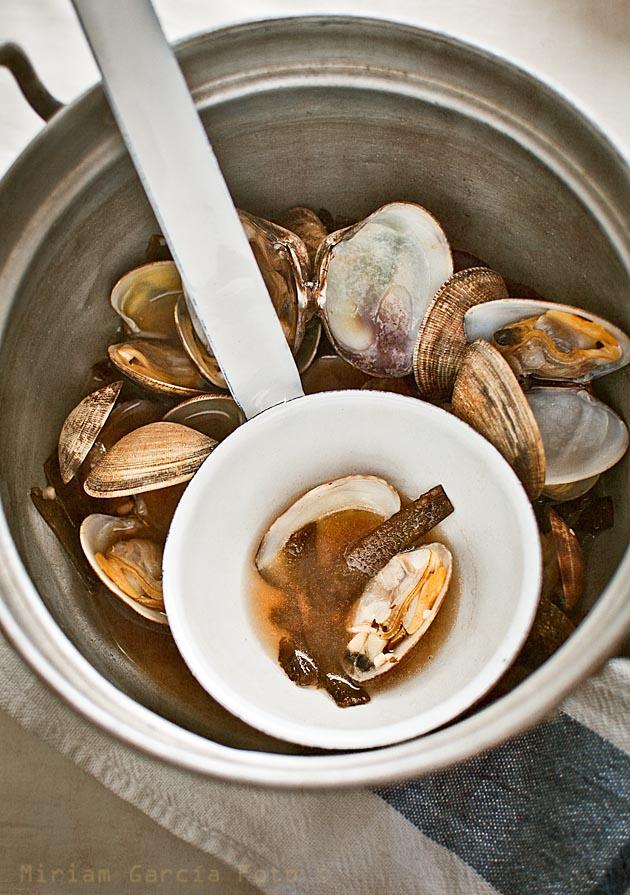 Seawood clam broth