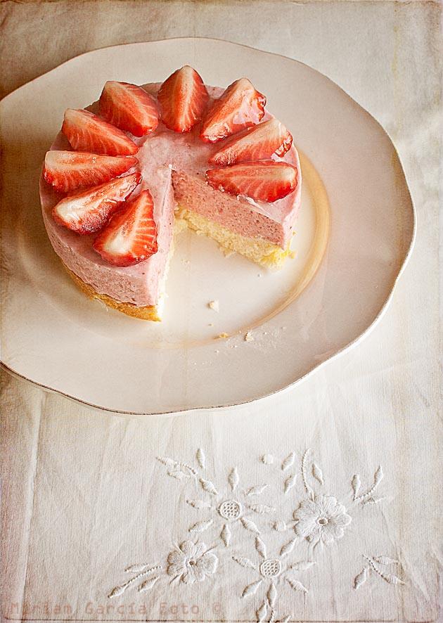 imagen de tarta de queso y mousse de fresas