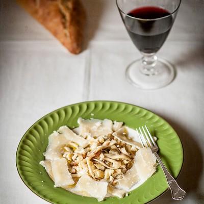 Ensalada de boletus con parmesano y castañas