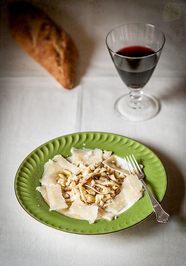 Ensalada de boletus y parmesano