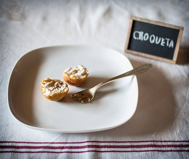 Croquetas de queso y setas con manga pastelera