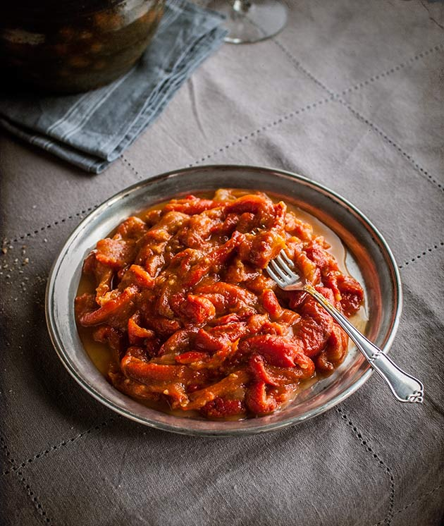 roasted red pepper and tomato salad