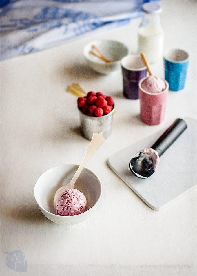 helado de yogur y frambuesa