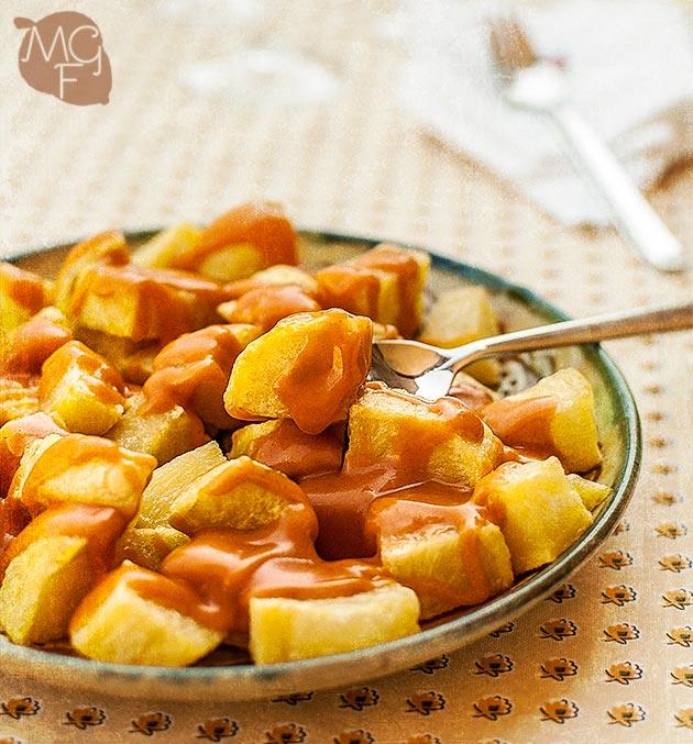 imagen de patatas con salsa brava