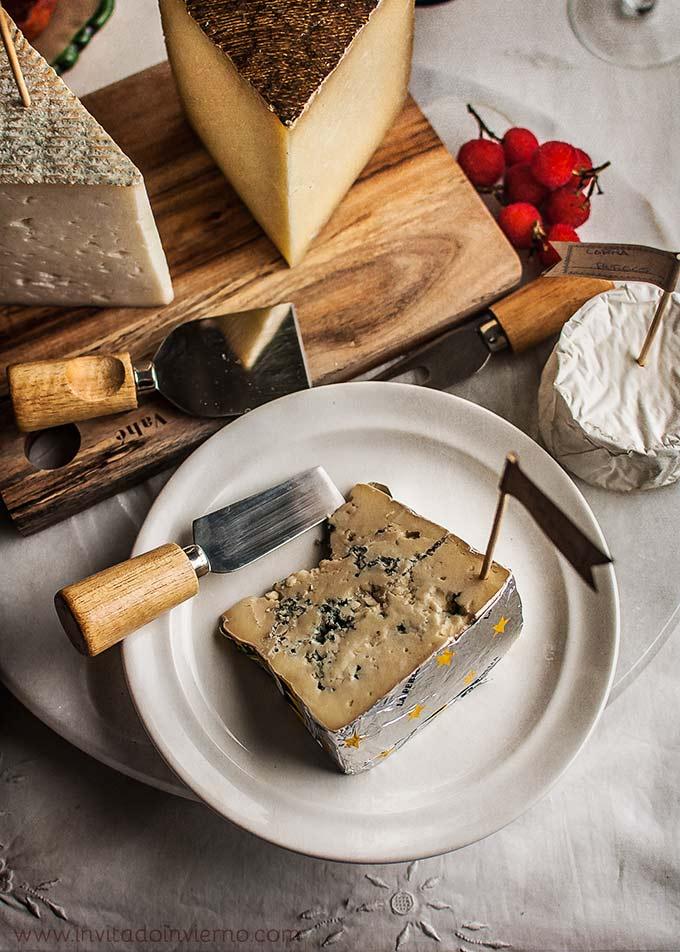 imagen de preparar una tabla de embutidos y quesos