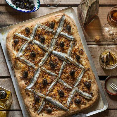 Pissaladière, coca de anchoas y cebolla
