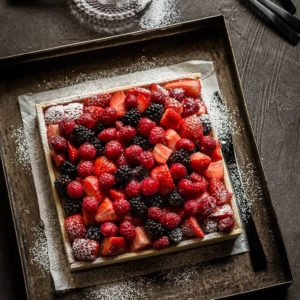 Tarta de crema y frutas frescas