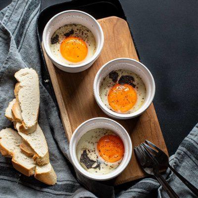 Huevos en cocotte con trufa