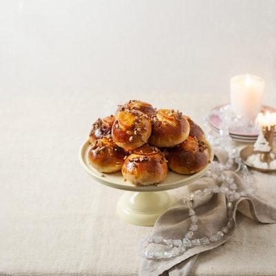 Bolas de roscón de Reyes con mazapán